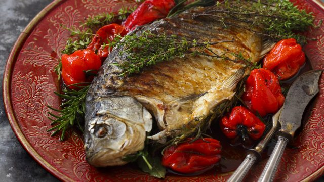 akademia-zdrowego-grillowania-ryby-z-grilla jakie ryby nagrilla
