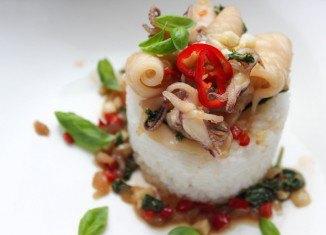 Stir-fry z kalmarów w sosie ostrygowym
