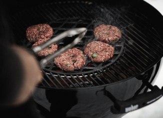 Burger zapiekany i podwędzany w pierogu a la chinkali