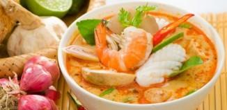 Zupa Tom Yum Gai, czyli tradycyjna zupa tajska