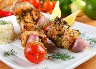10 pomysłów na kolorowe 3-składnikowe szaszłyki z grilla