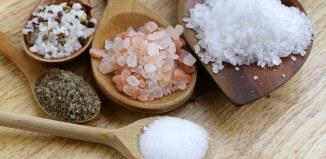 Sól do potraw z grilla – dylemat grillujących