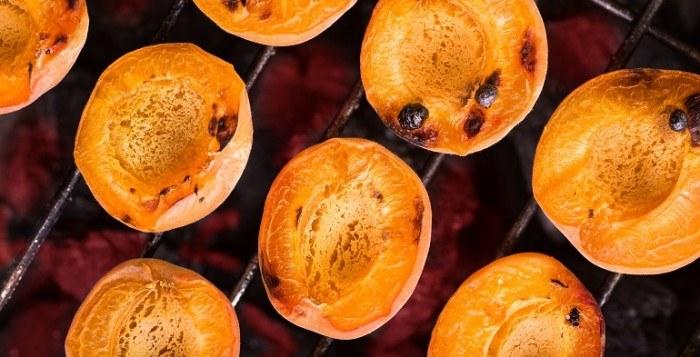 Grill na słodko – letnia alternatywa tradycyjnego grillowania