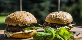 Burgery wołowe z sosem miętowo-majonezowym