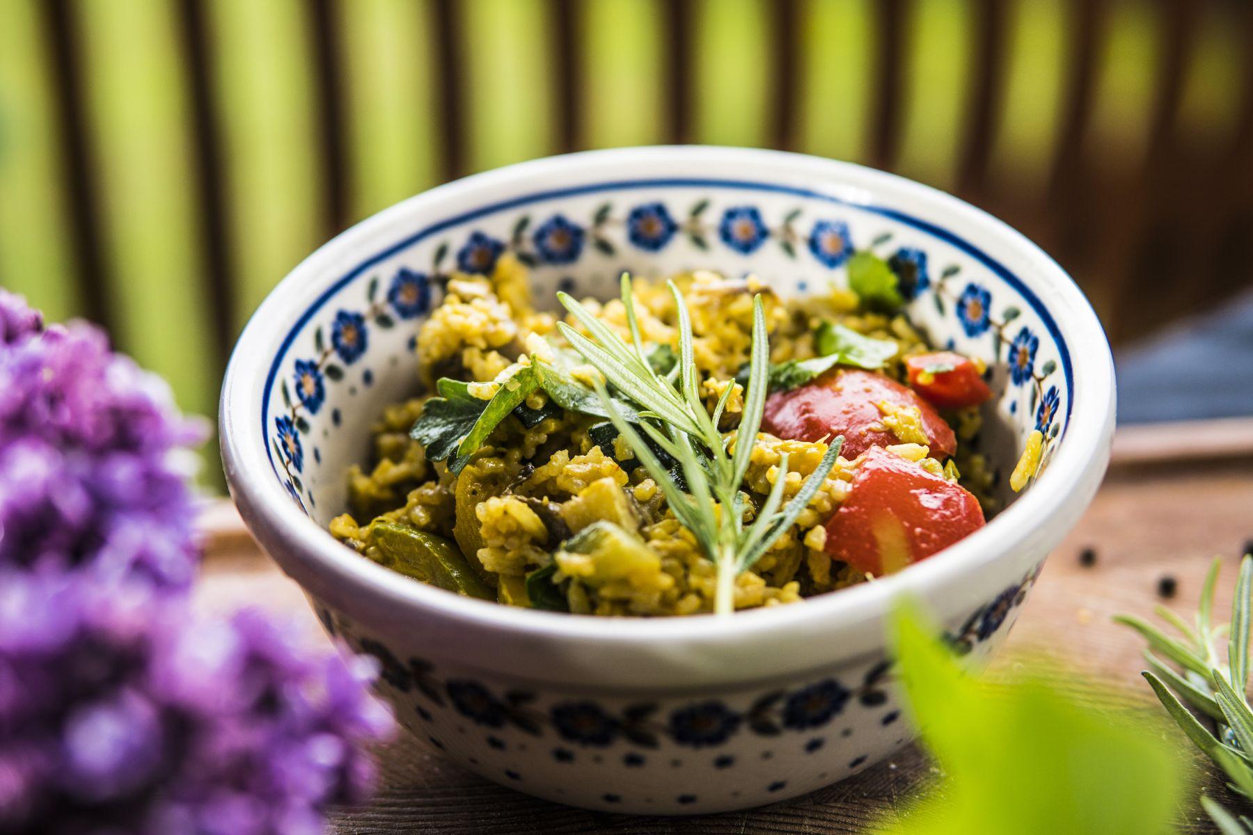 Tajskie Curry Warzywne zgrilla przygotowane naWoku wgrillu gazowym Weber spirit E 320 Premium - Micha+é Dobosz Grill360 Grillowanie