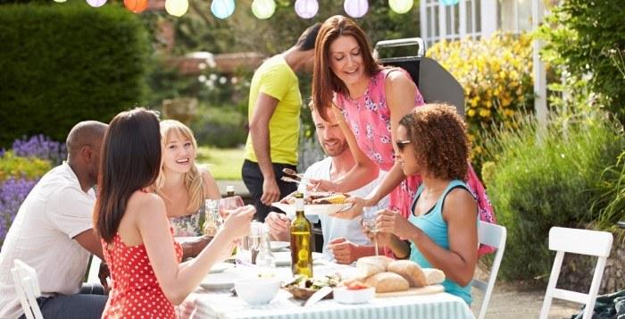 Nasz dietetyk radzi: Jak nieprzytyć podczas wakacji?
