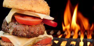 Jak grillować burgery – 5 praktycznych porad