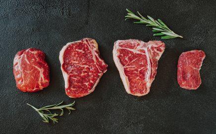 Jakie są rodzaje steków i jak je grillować?