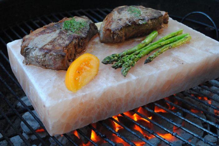 Kamień solny do grillowania – jak go używać?