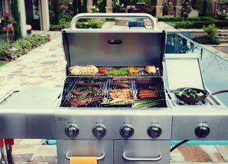 Kuchenka boczna w grillu gazowym – za i przeciw