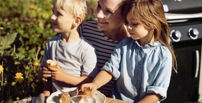 Dziecko na grillu. Co może zjeść? [PORADNIK]