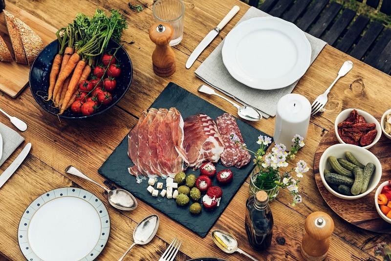 Stół zjedzeniem