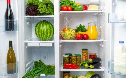 Przechowywanie żywności w lodówce – 10 produktów, które zawsze warto mieć