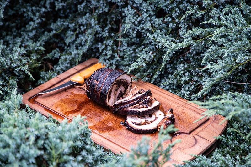 Rolowany boczek z grilla