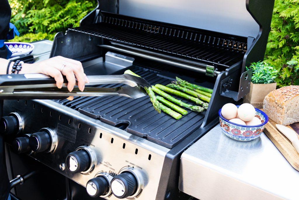 szparagi na grillu