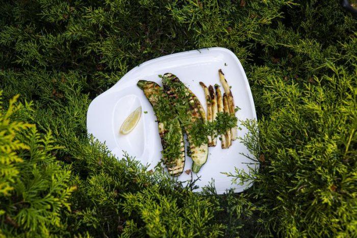 Grillowana cukinia i białe szparagi [PRZEPIS]