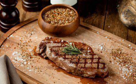 Stek z antrykotu przygotowany metodą BBQ