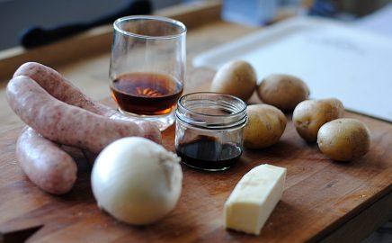 Kiełbasa biała z grilla z ziemniakami