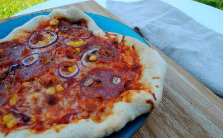 Pizza z mąki orkiszowej na grillu elektrycznym